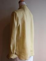 長袖ブラウス シャツカラー(黄色) 背面斜画像