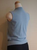 ウールアンゴラニット ノースリーブセーター(ブルー)背面斜画像