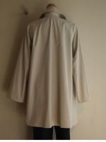 高密度綿 ラグラン袖コート(アイボリー)背面画像