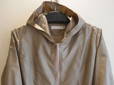 ポリエステルのフード付きコートの画像