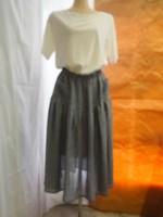 ボリュームスカート(オフ白・紺)正面画像