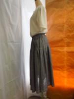 ボリュームスカート(オフ白・紺)側面画像